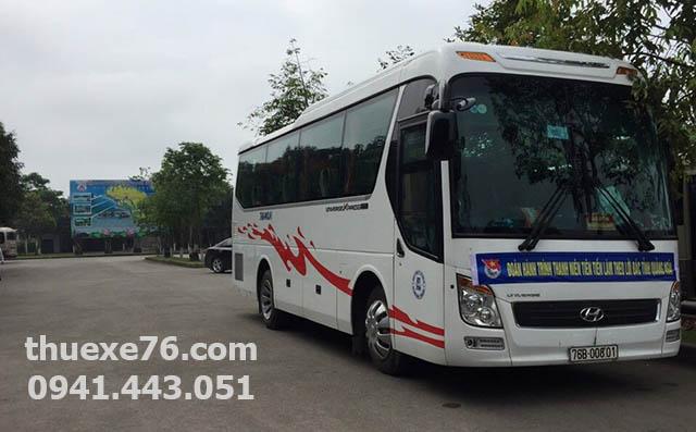 Thuê xe du lịch 29 chỗ Universe tại Quảng Ngãi